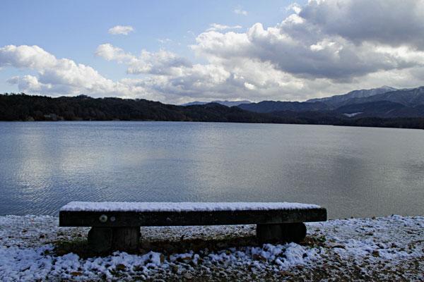 寒波の満濃池 積雪もあり