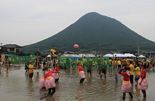 飯山町にて 泥んこバレー大会