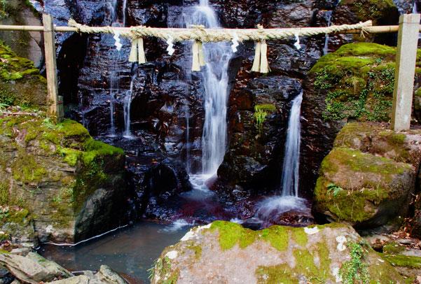 城山ゴルフ場の下の滝・・散歩コース