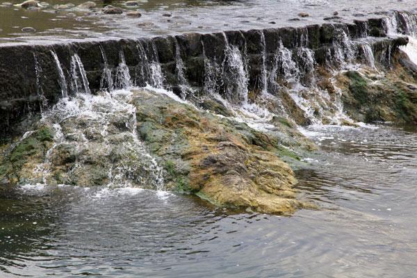琴南 土器川の小さな滝 ・・