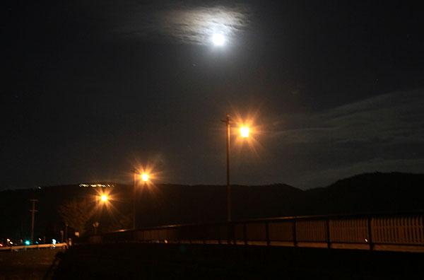 綾川橋 十六夜の月