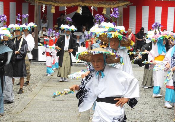佐文 加茂神社 二年に一度の綾子踊り ・・・雨を乞う