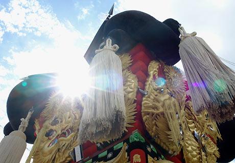 坂出の夏祭り JR坂出駅のひろばで 太鼓の饗宴・・差し上げを競う ・・