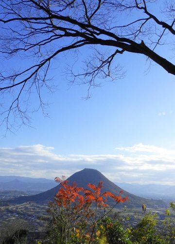 ある晴れた日の午後角山の山頂より